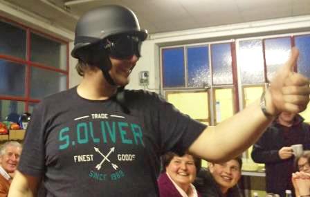 mit Helm